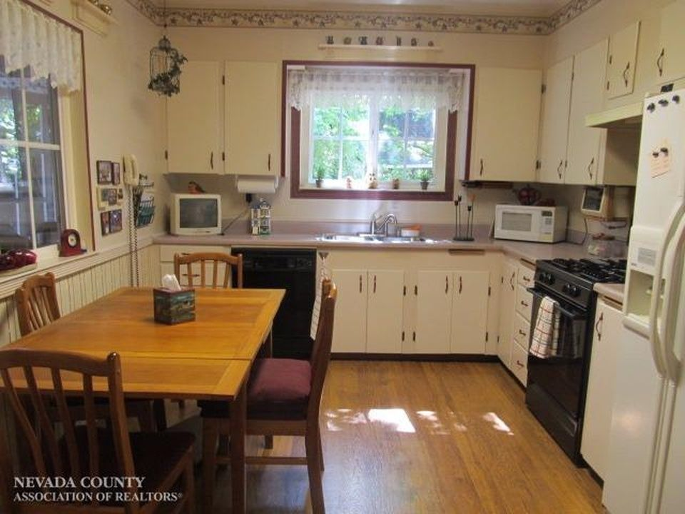 111 Conaway Ave, Grass Valley, CA 95945 | Zillow
