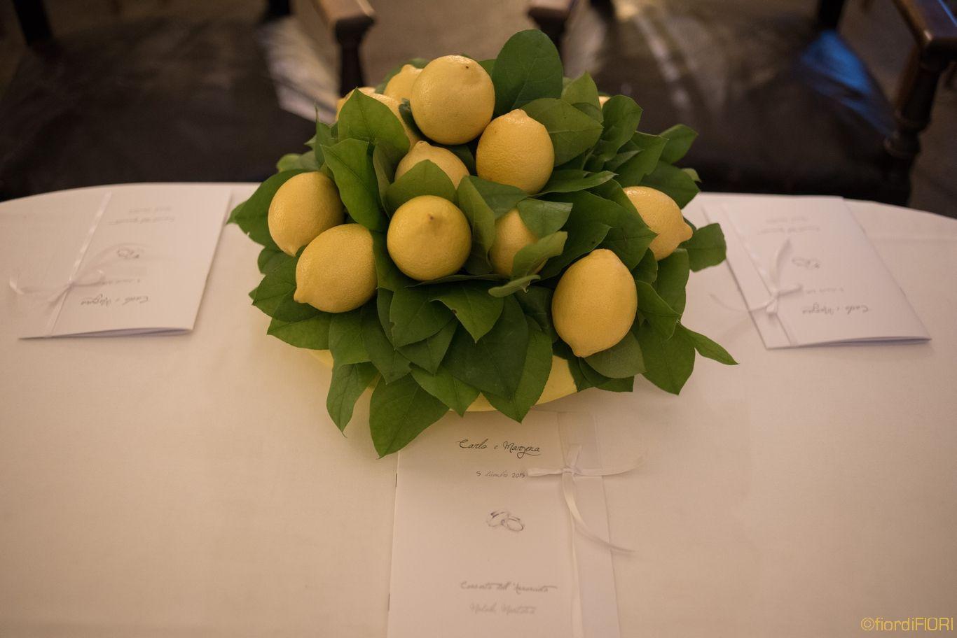 Allestimento cerimonia civile con limoni