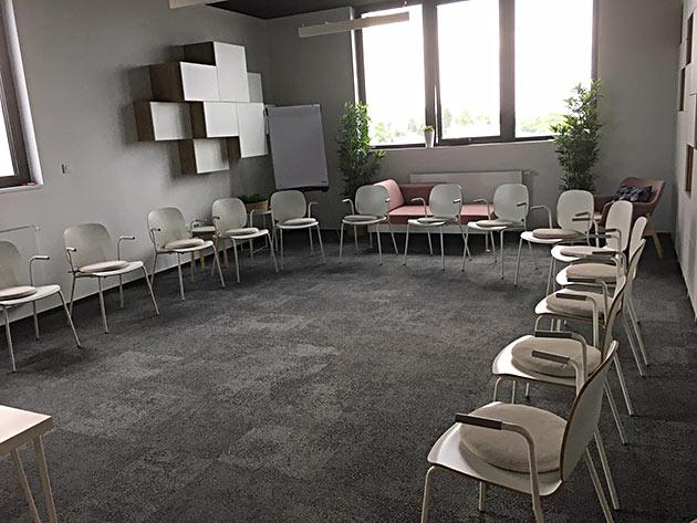 Prostor Za Najam U Zagrebu Gentis In 2020 Home Decor Decor Table