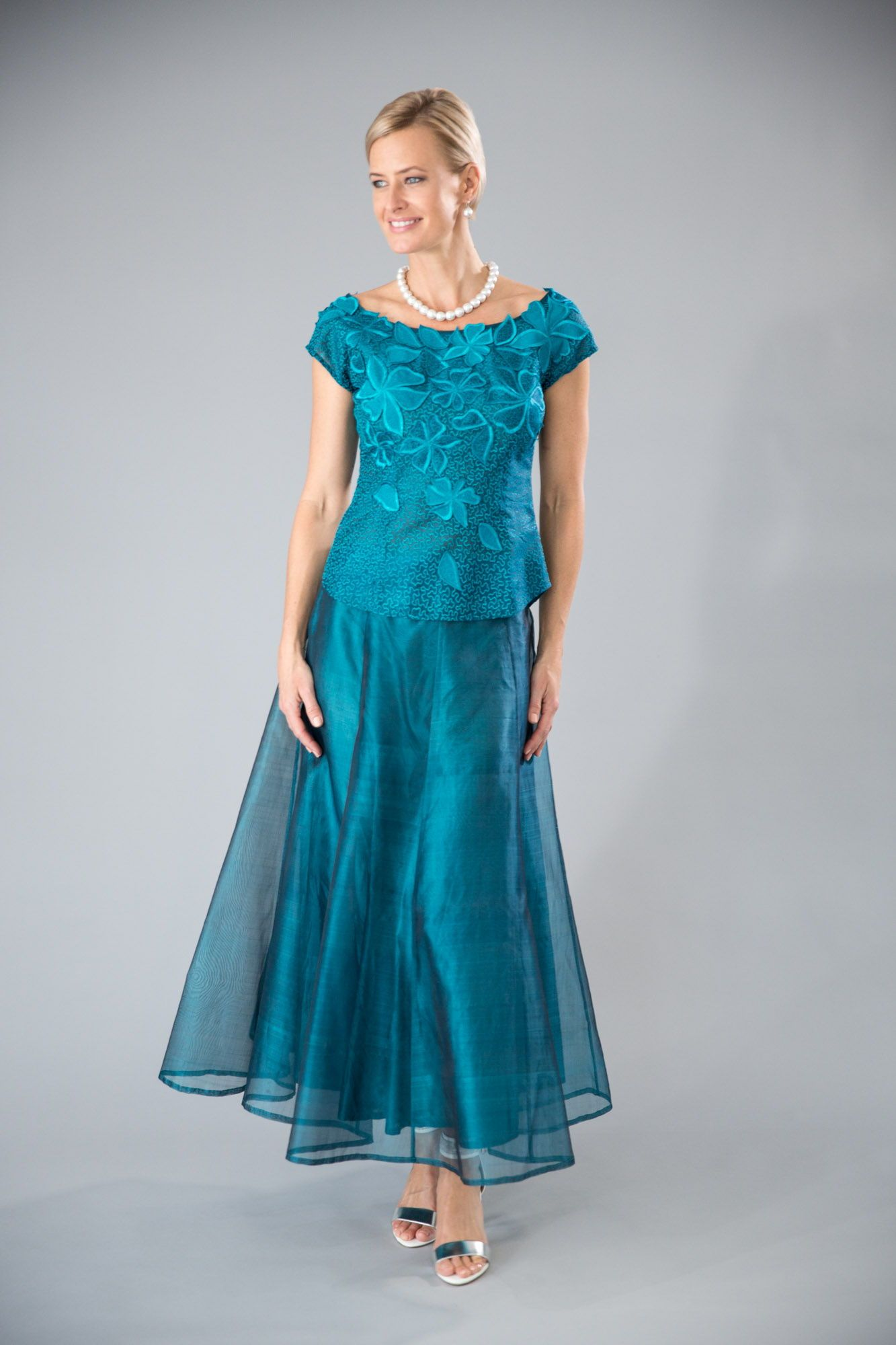 Teal for the modern and elegant mother of the bride and