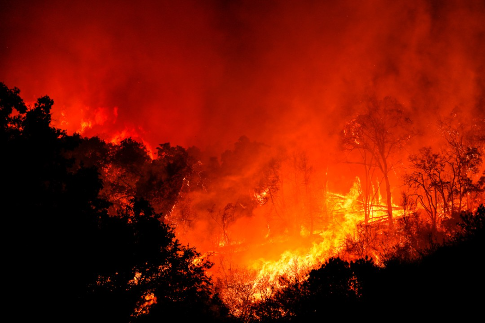 This Monster Of Fire Burns A Devastating Path Through One Family S Sierra Empire In 2020 Huntington Lake Fresno County Big Creek