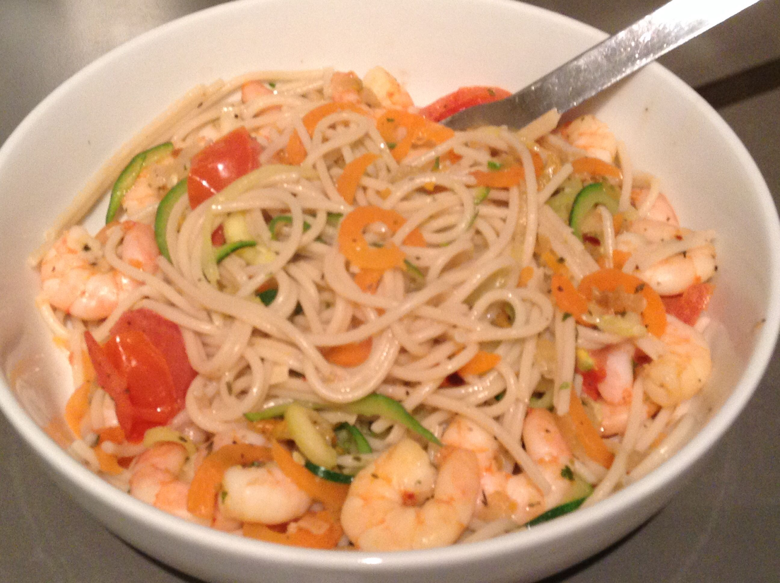 Quick, easy, healthy...no need to eat badly: spiralised courgettes, carrots, chopped onion, tomatoes, prawns, garlic, chilli & Doves Farm brown rice pasta. Soooo good. #glutenfree #sugarfree #dairyfree #yeastfree