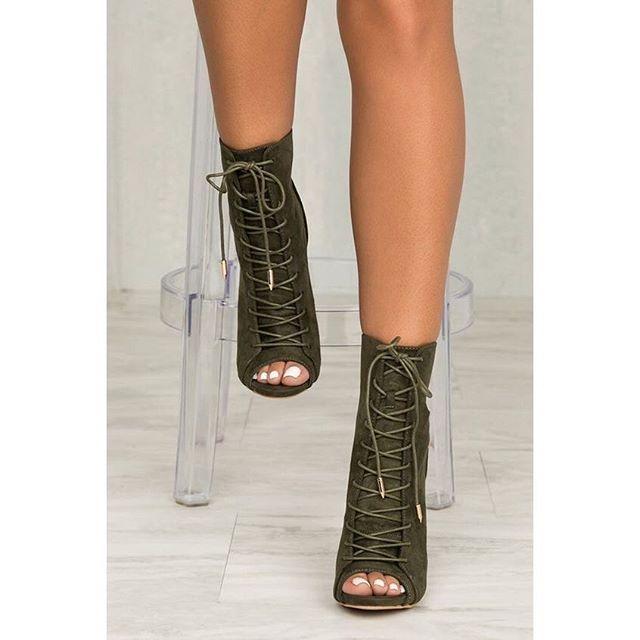 106270cd64e6 Reposting  trendyou     Heels ✨🍂 . Love it   . Follow us  trendyou    · Green  BootsArmy ...