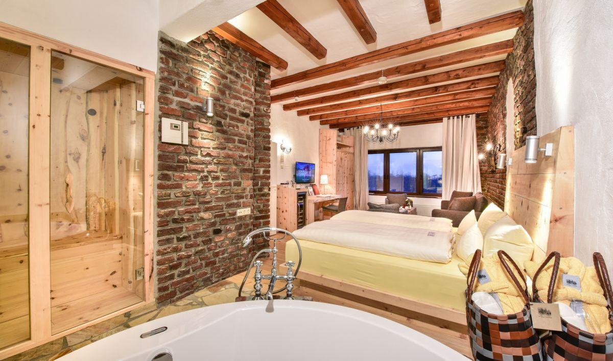 Macht Urlaub Mit Eurer Eigenen Sauna Im Hotelzimmer In Diesen Hotel Geniesst Ihr Einzigartigen Luxus Und Das Ganz Ohne Zuschauer Hotelzimmer Hotel Zimmer