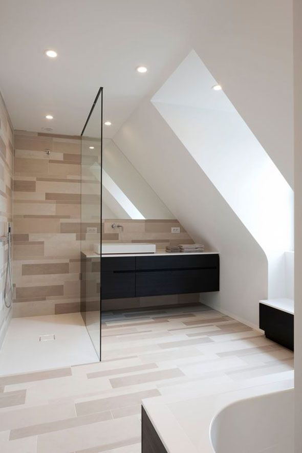 Badspiegel passgenau in die Dachschräge integriert (ohne Beleuchtung)