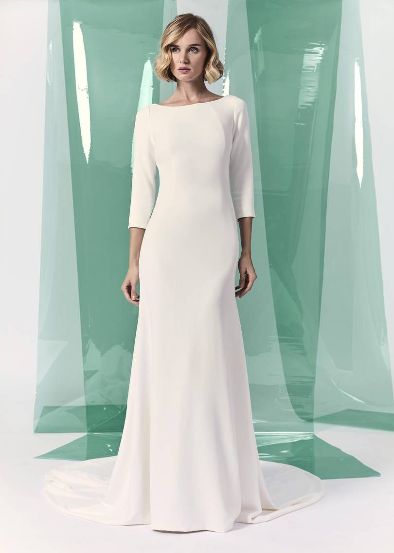 10 Simple Wedding Dresses For The