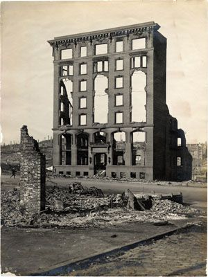 Ruins of the Marie Antoinette Apartments, at Van Ness and Bush, after the 1906 earthquake and fire. 1906.