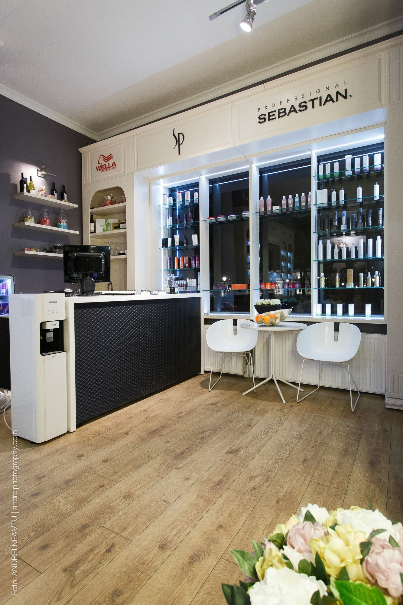 A Combination Of Modern And Classic Beauty Salon Interior Design