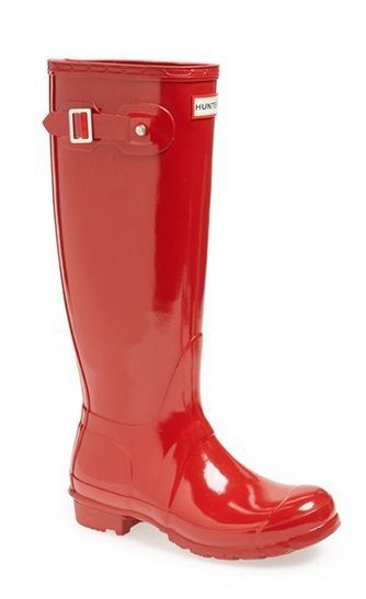 Want these red Hunter boots so badly!