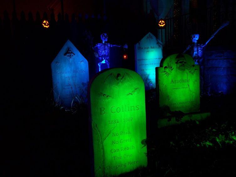 graveyard lighting tips chaney uses small 3 watt leds on each stone - Halloween Lighting