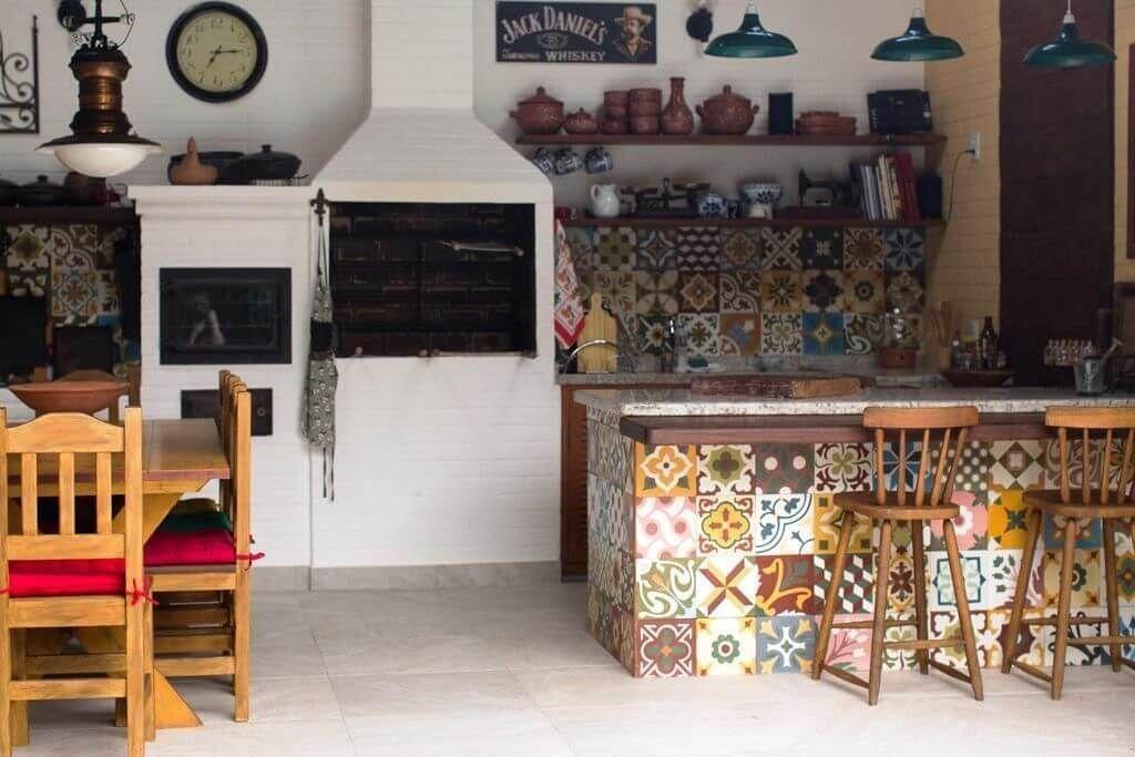 A churrasqueira pré-moldada pode ser uma ótima opção para o espaço gourmet da sua casa, já pensou nisso? Vem conhecer algumas ideias que podem te inspirar!