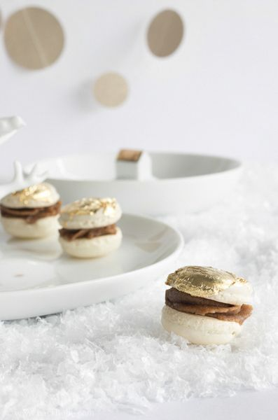 gilded macarons with speculoos cream