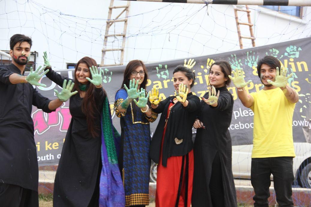 Glowgraffiti Visits Artistic Students At Iqra University Islamabad Fashion Academic Dress Islamabad