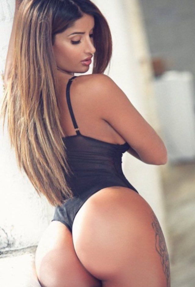 Sexy Latina Incredible Ass Offering