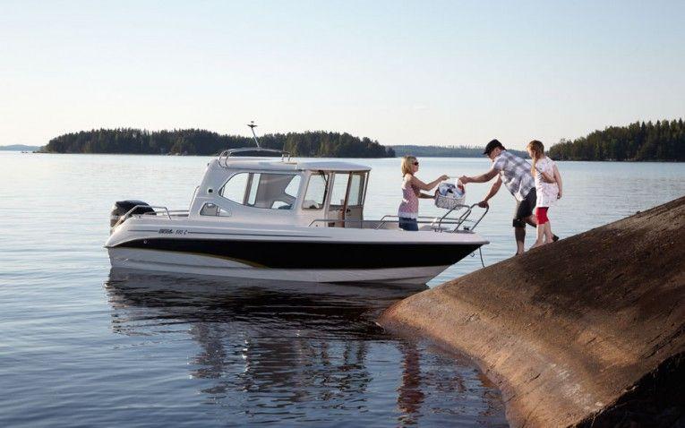 BELLA 580 CABIN  Sehr gepflegtes Kabinenboot mit Heizung, ideal für Fahrschulen, Fischer oder Leute die nicht gerne Boote mit Planen decken, das Boot ist ... Preis: CHF 37900,-Bodenseezulassung:Nein Jahrgang:2011Breite:2.08 m Angebot:OccasionenLänge:5.80 m Typ:Kabinenboot, Sportboot, Fischerboot