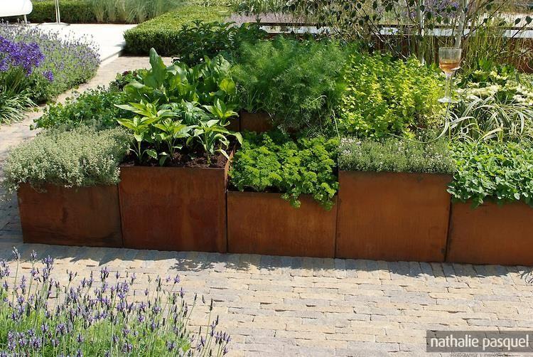 Jardini re rectangulaire haute et troite en acier corten dans id es jardin moderne avec acier - Jardiniere haute et etroite ...