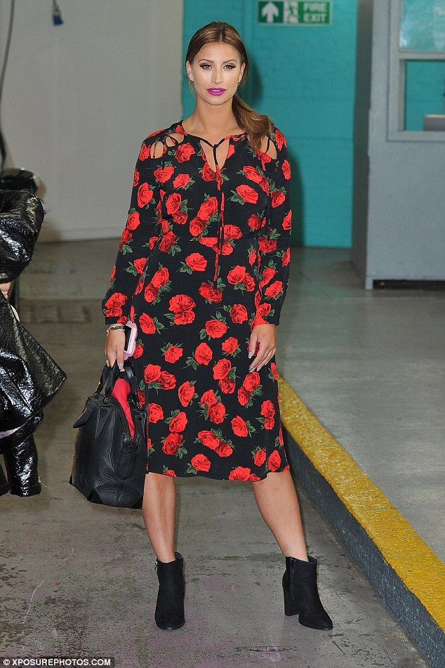 4d2ddaa181b Ferne McCann looks blooming lovely in a chic floral midi-dress ...