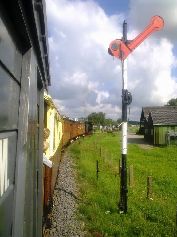 #Seinwezen op de #lokaalspoorlijn Medemblik - Hoorn | museumstoomtram.nl #stoomtram #locomotief #stoomtramlocomotief #rijtuig #geschiedenis #historie #reizen #stoomlocomotief #Museumstoomtram #stoomtram