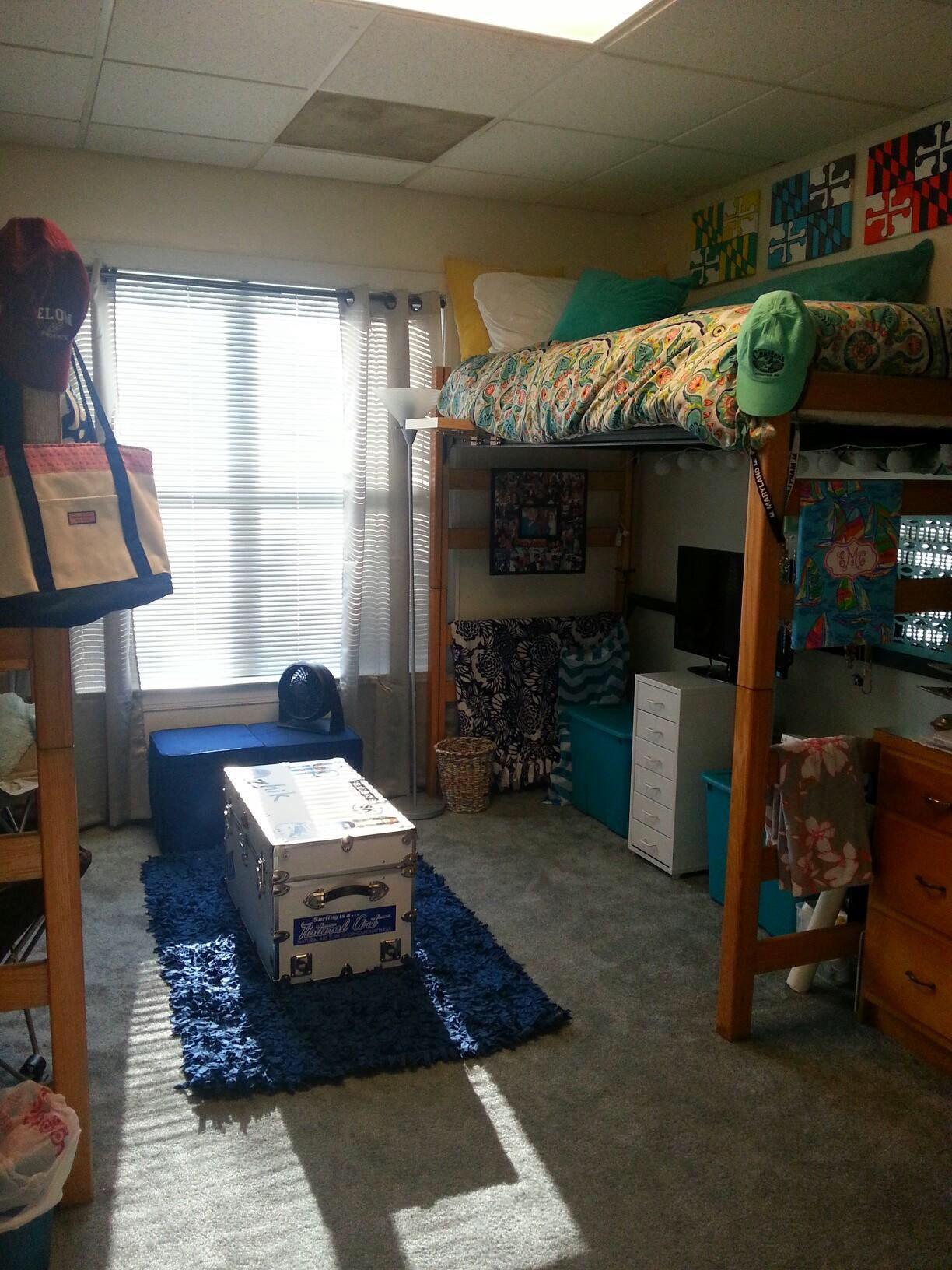 great dorm setup for lofted beds dorm room college dorm rooms rh pinterest com