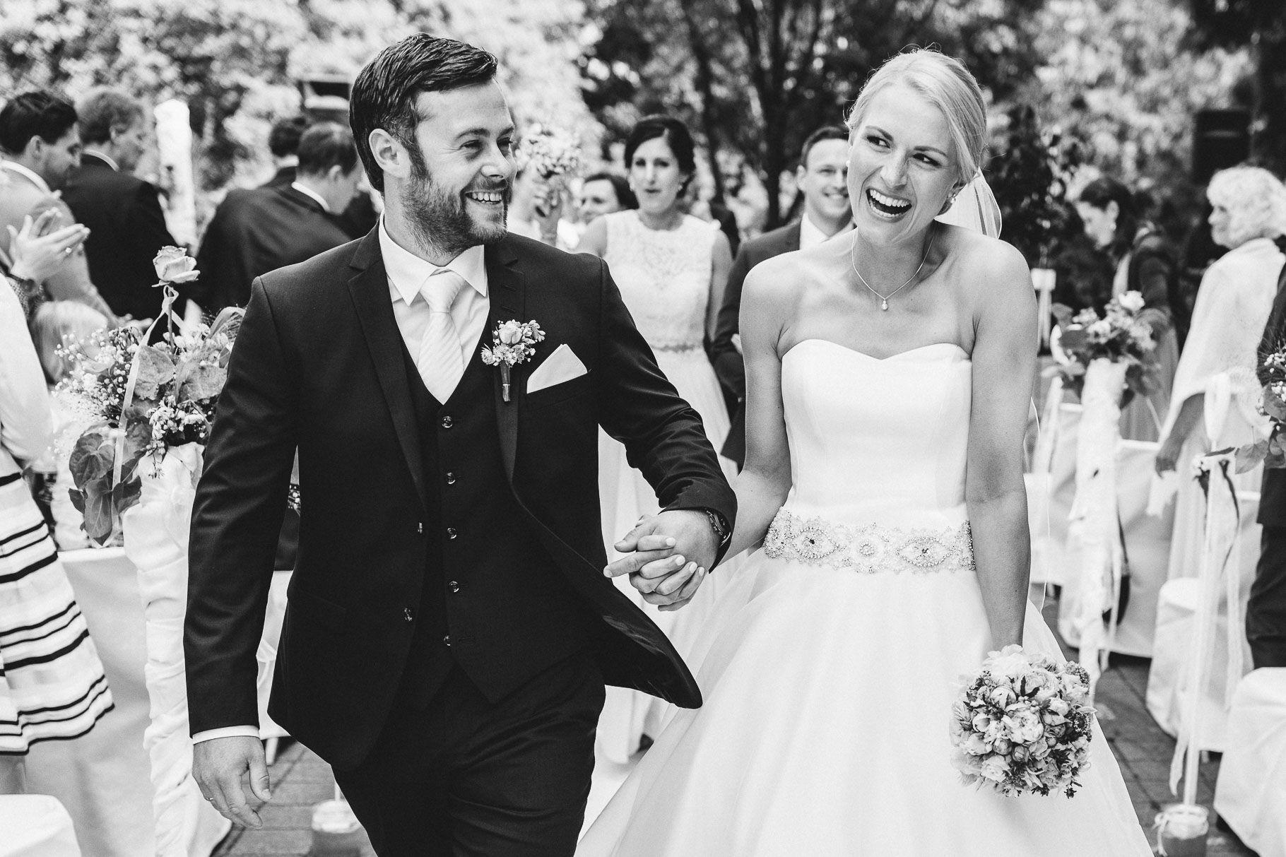 Pin Von Ruhrpics Hochzeitsfotografie Auf Ruhrpics Wedding Kleid Hochzeit Tragerloses Hochzeitskleid Hochzeitsfotograf