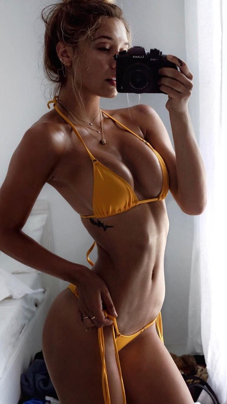 Alexis ren sexy topless 7 Photos naked (85 images)