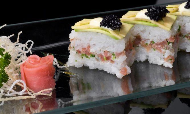 receta de sushi en caja relleno de atn
