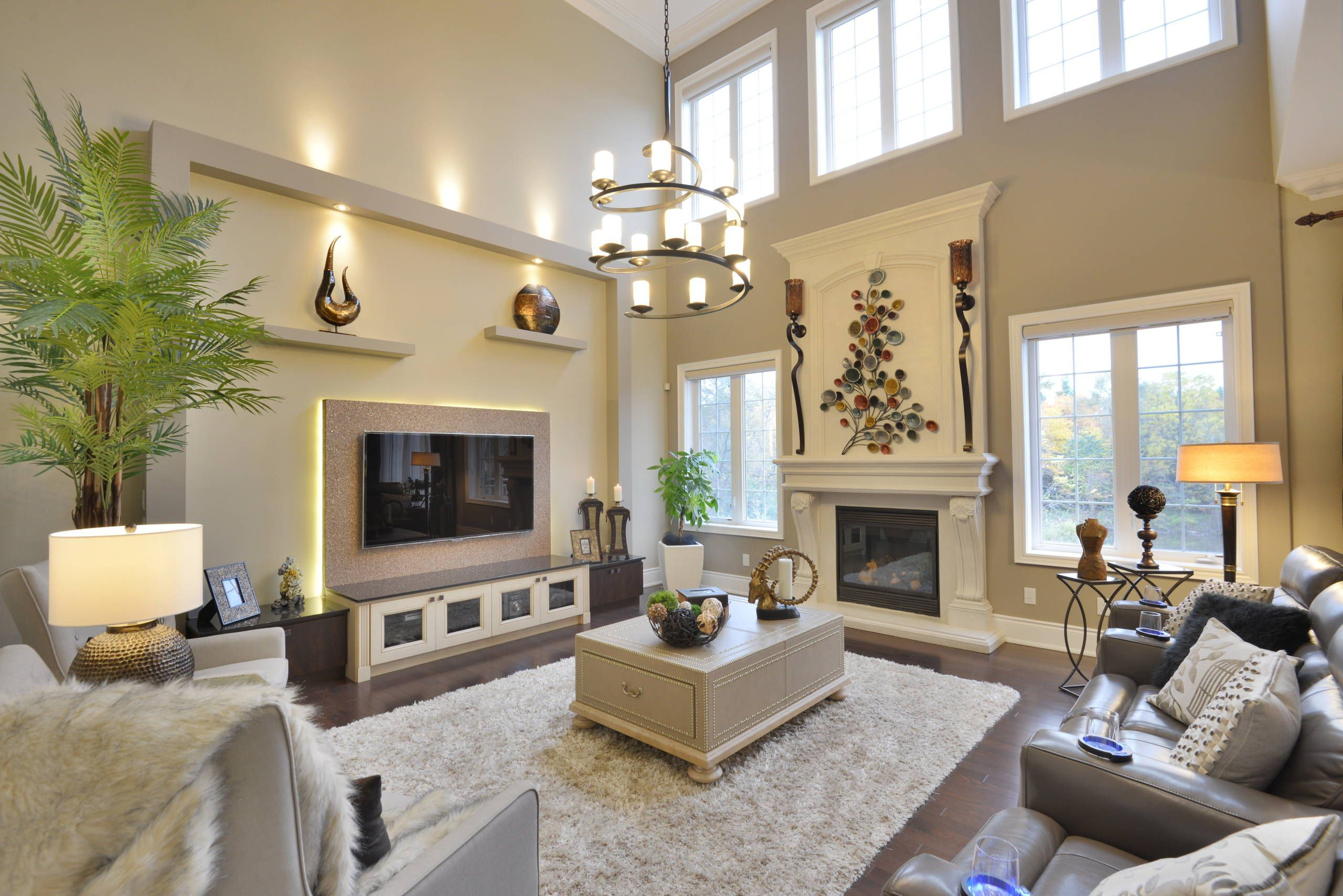 16 Cozy And Comfortable Family Rooms High Ceiling Living Room
