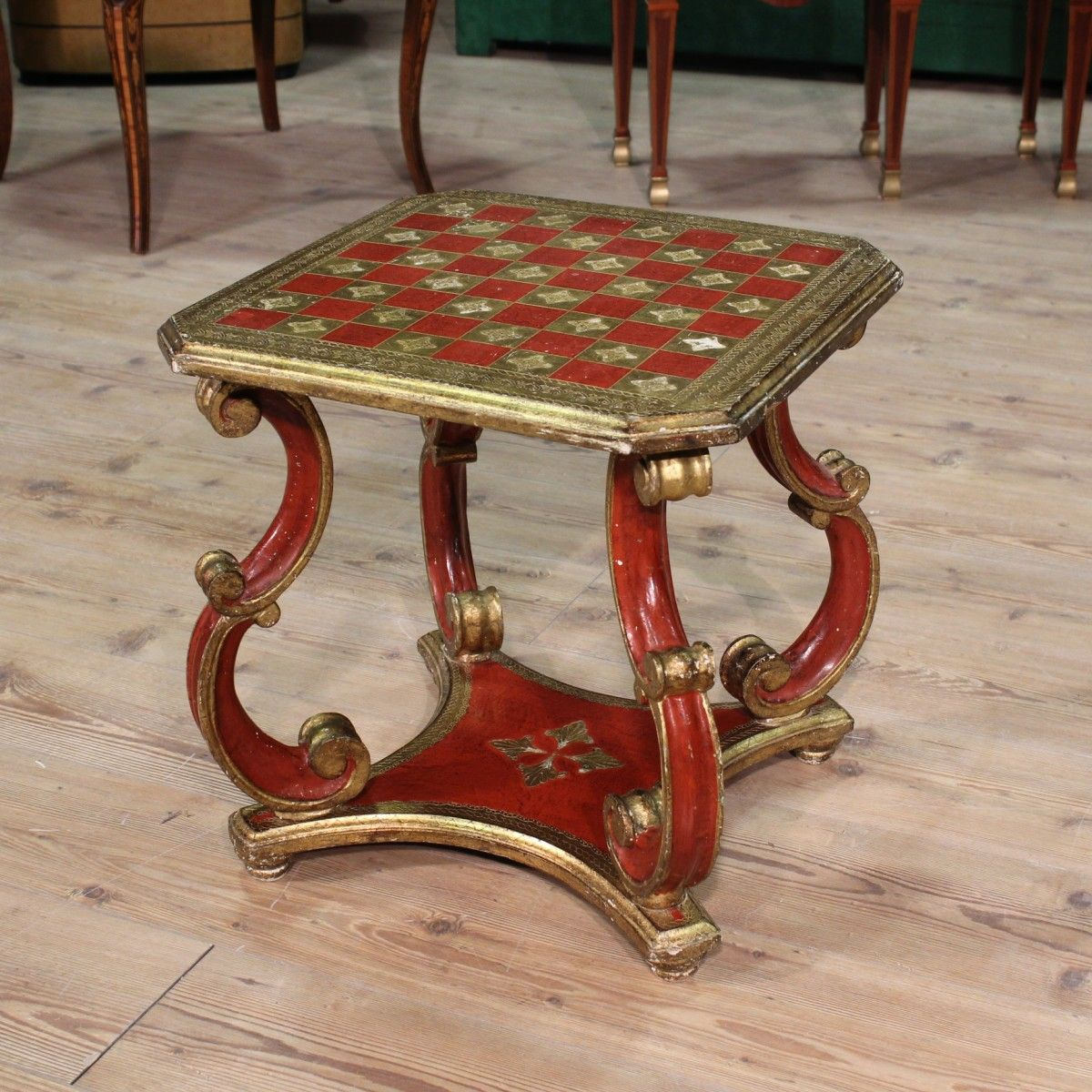 Florentine Low Table In Lacquered And Golden Wood Of The Twentieth Century.  Visit Our Website