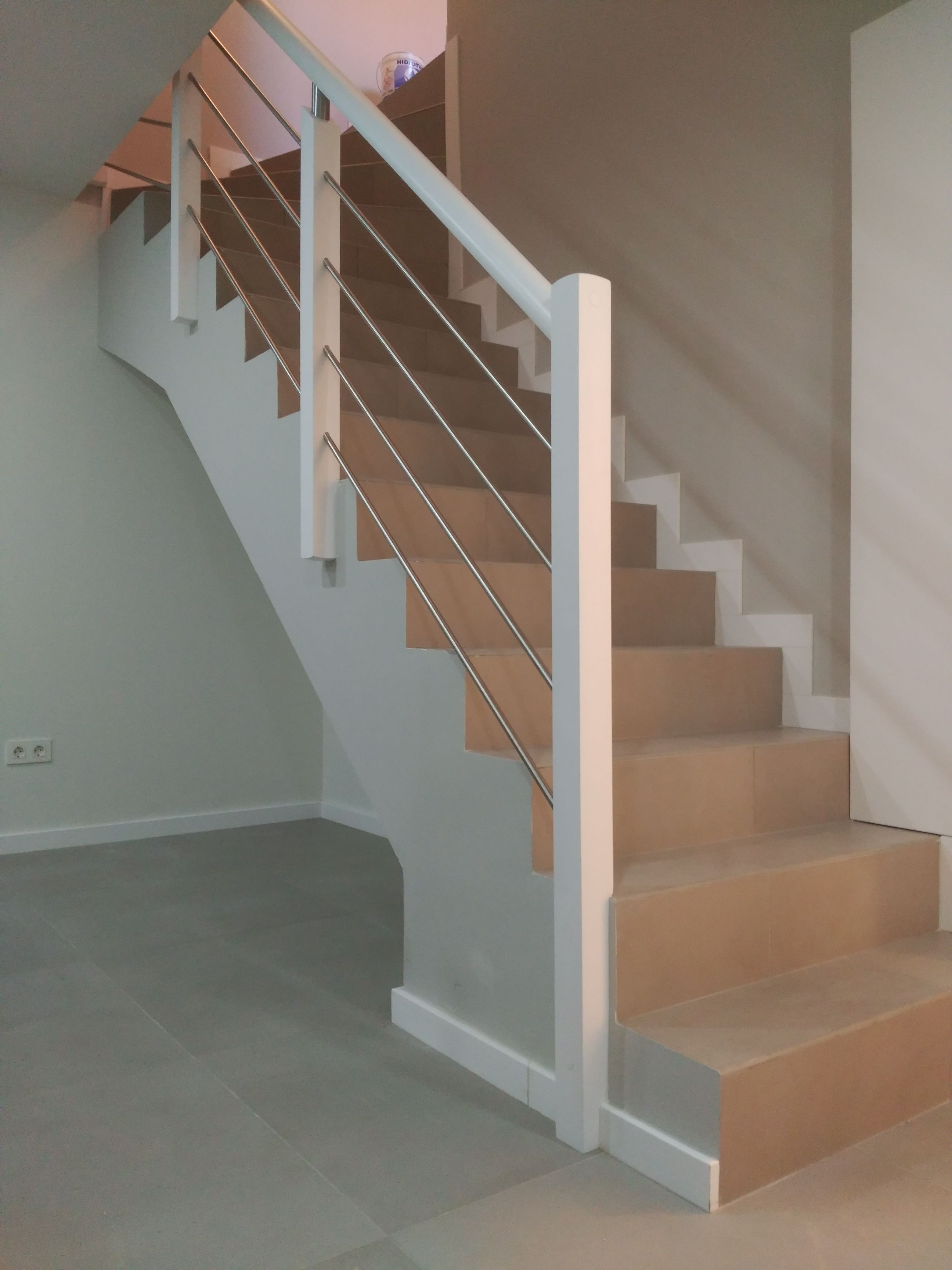 Barandilla Para Escalera De Obra Con Montantes De Madera Varillas  ~ Escaleras Prefabricadas De Madera