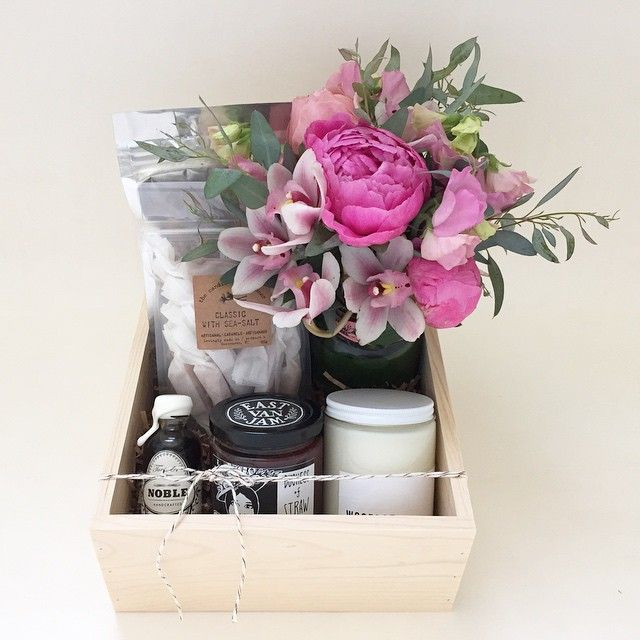 Pretty flowers make me happy!  #bybrokenarrow #eastvan #gifter #yvr #vancouver #local #supportlocal #flowers #giftbox #giftboxes