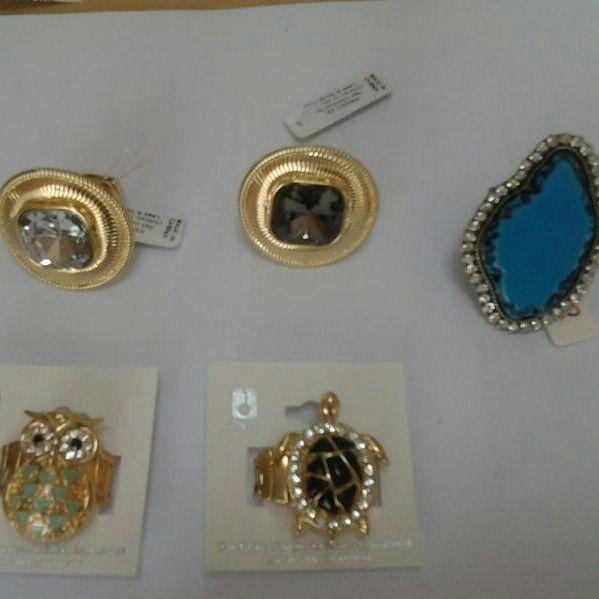 Variedad de anillos realmente preciosos