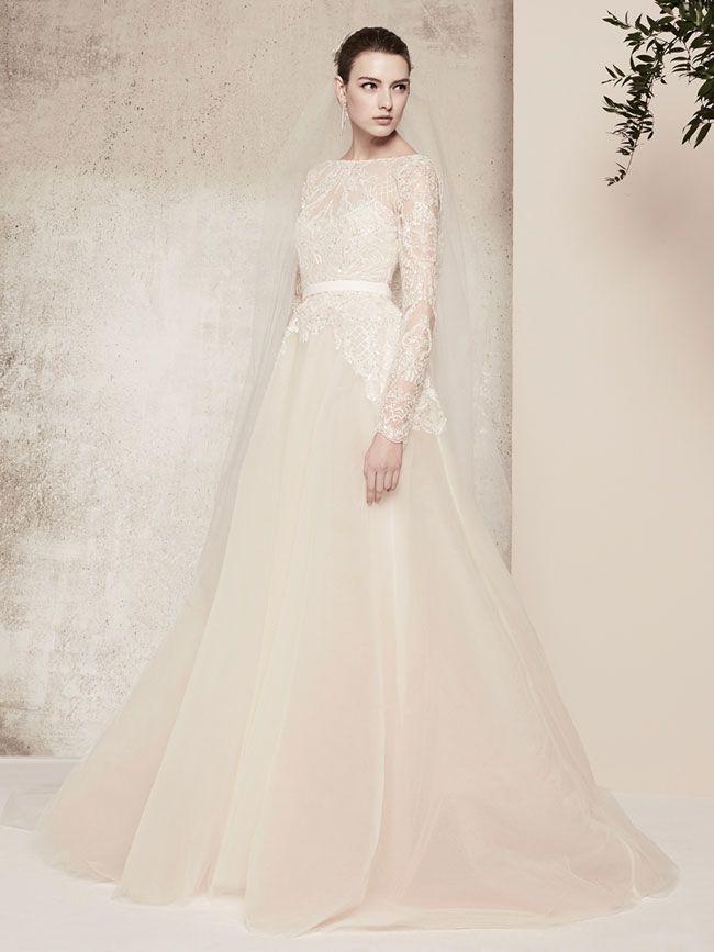 fbbfc448bd2a La nuova collezione abiti da sposa 2018 presentata dallo stilista libanese Elie  Saab è caratterizzata da vestiti dal mood elegante e femminile