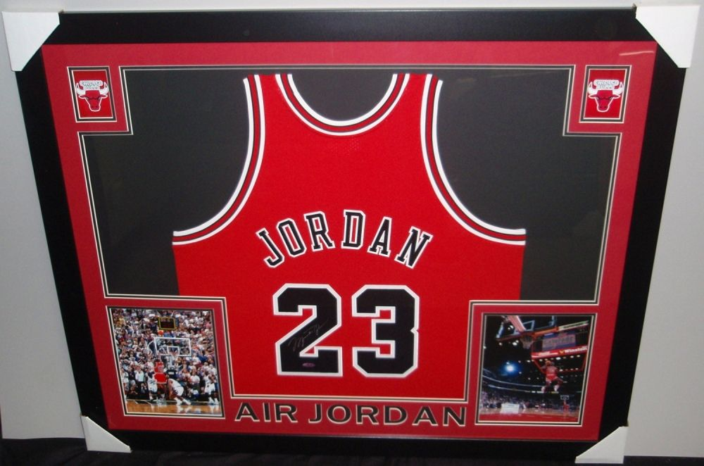 new concept 95e4a b90f4 Michael Jordan Signed Bulls 35x43 Custom Framed Jersey (UDA ...
