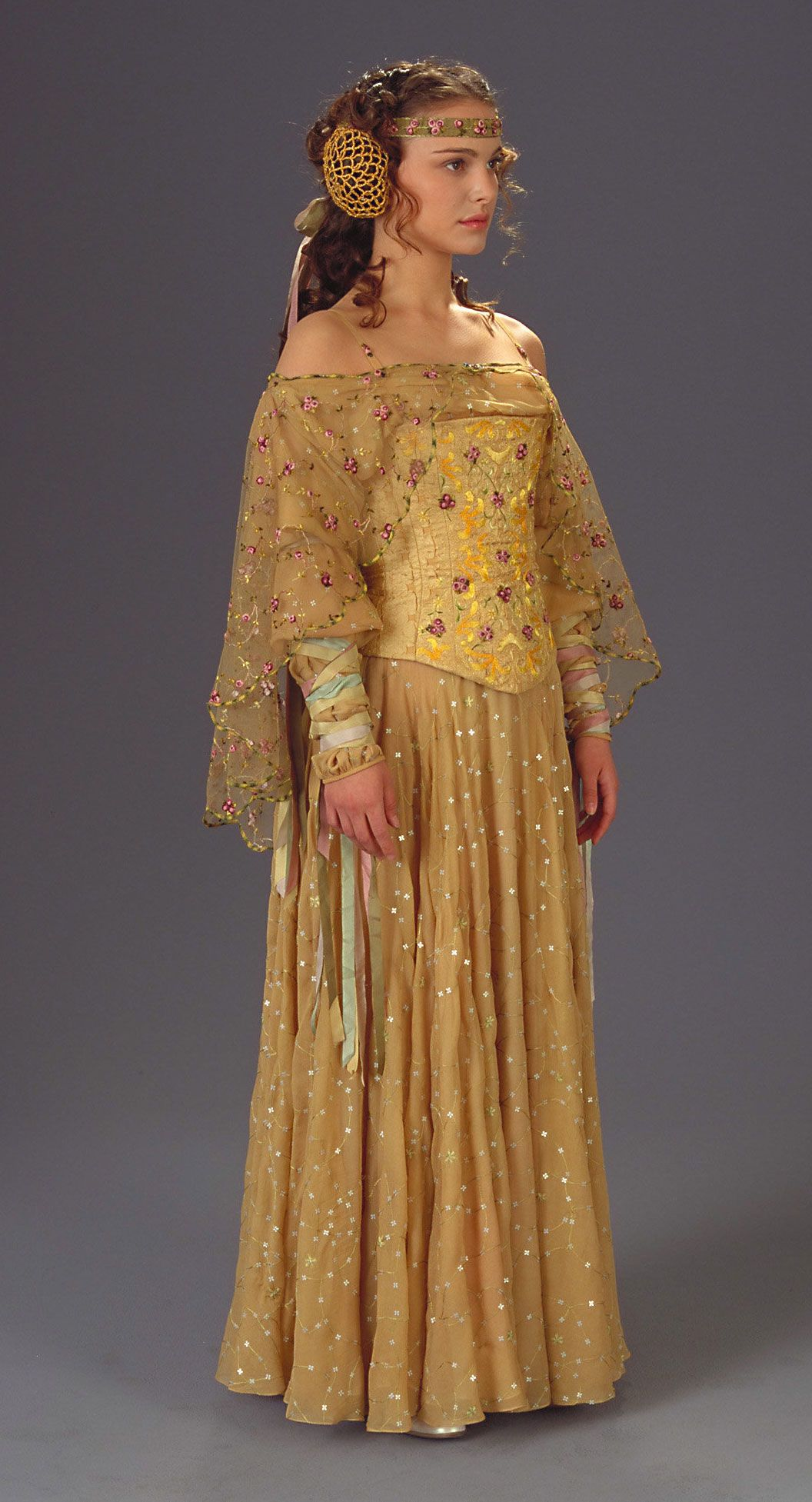 Pin By Alicia Gardner On Movie Costumes Star Wars Wedding Star Wars Outfits Star Wars Padme