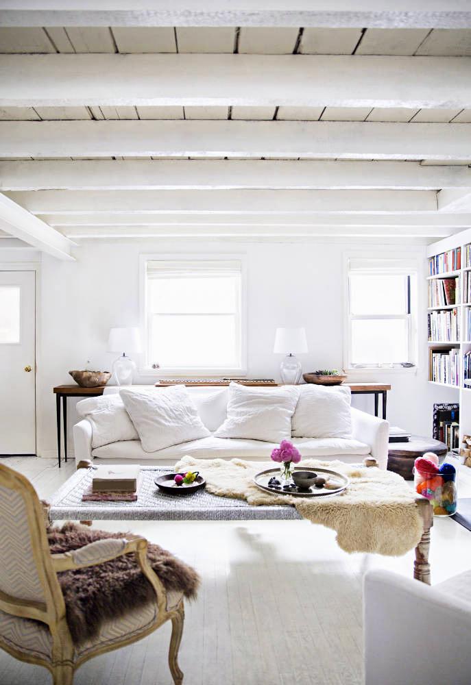 Poutres en bois blanc au plafond deco