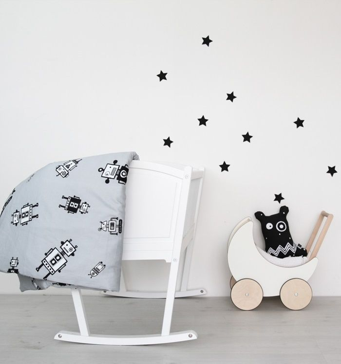 How cute is this bedding set? A perfect gift for a robot lover! http://petitandsmall.com/ooh-noo-brings-cosiest-christmas-novelties/