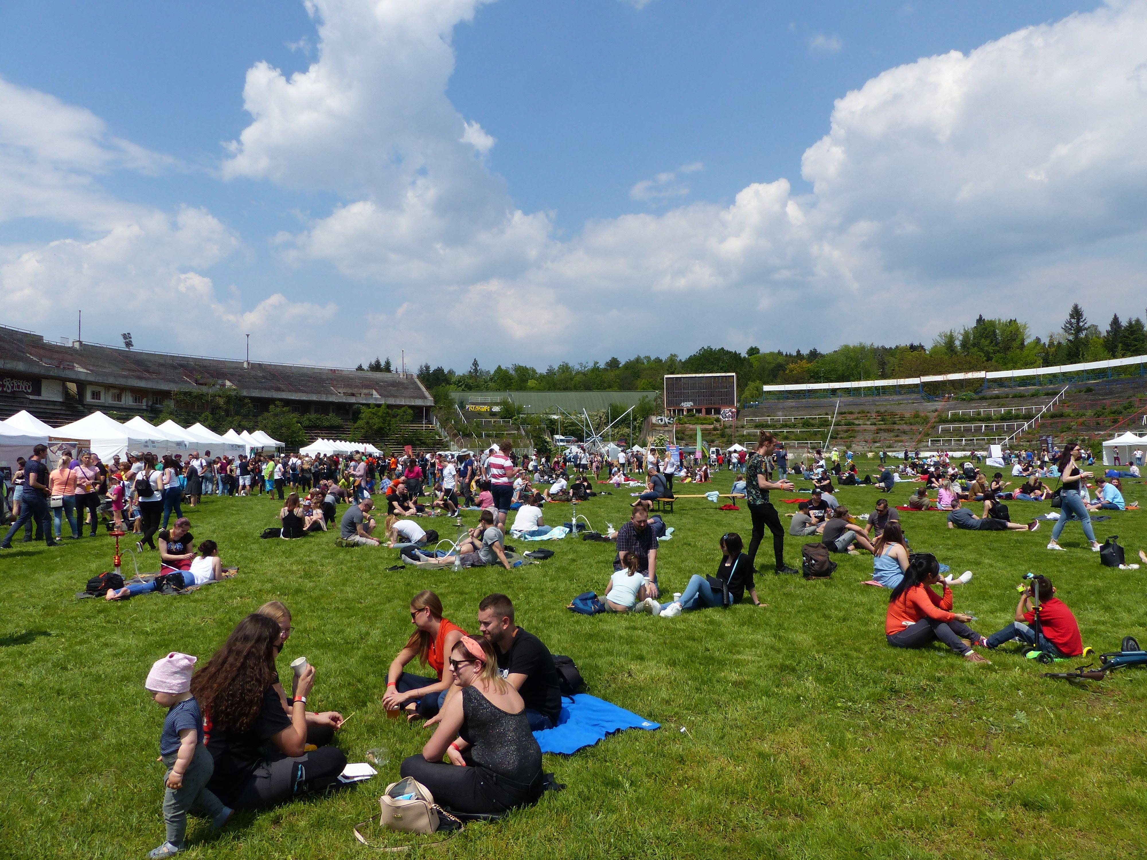 Festival na starém fotbalovém stadionu Za Lužánkami