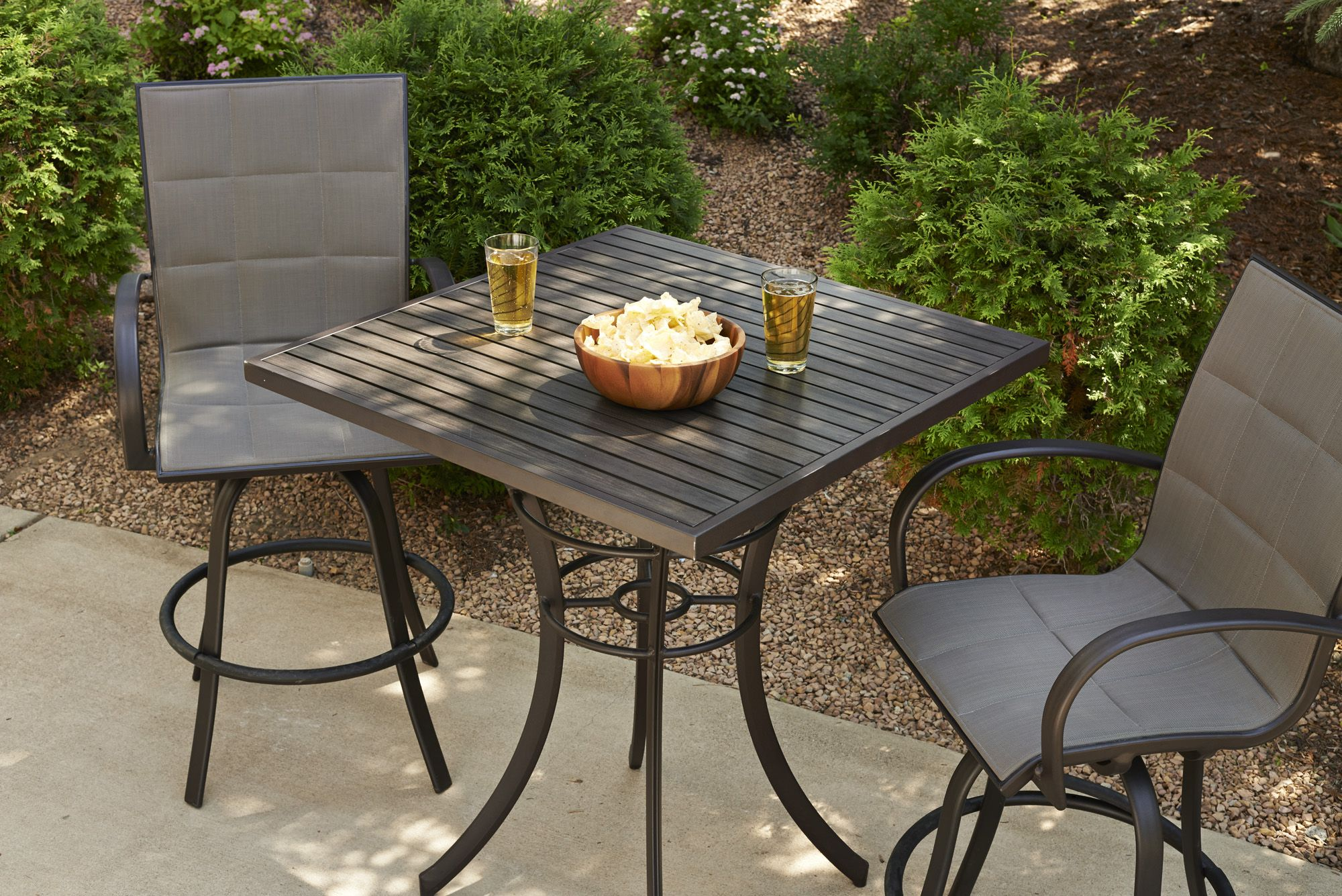 Pub Table And Bar Stools Perfect For Any Outdoor Space 户外家具 - Outdoor pub table fire pit