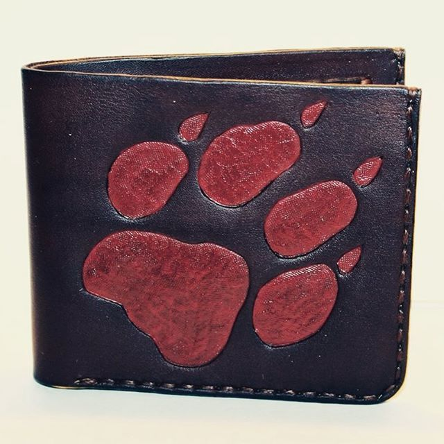 I created new wallet :) #leather #wallet #handmade #etsy #wolf #landalv #sell #creditcard #adasmaks #maks #rokudarbs #ручнаяработа #кошелек