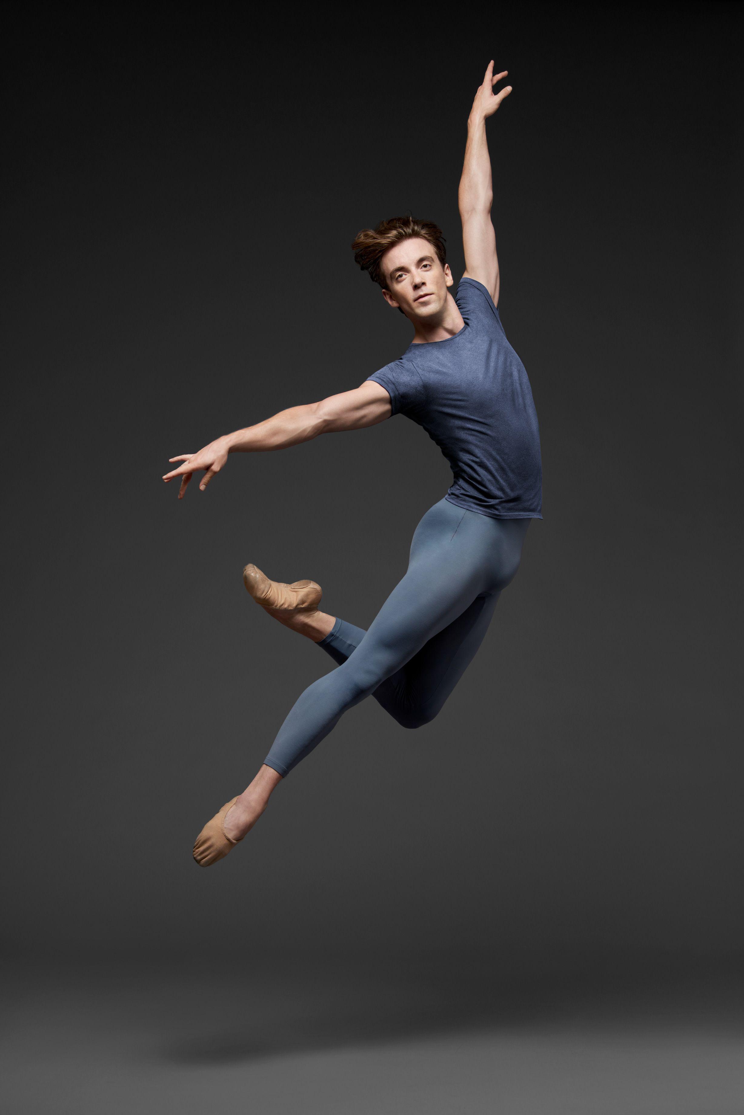 Ulrik Birkkjaer (© Erik Tomasson)   Male ballet dancers, Dance photography  poses, Ballet dancers