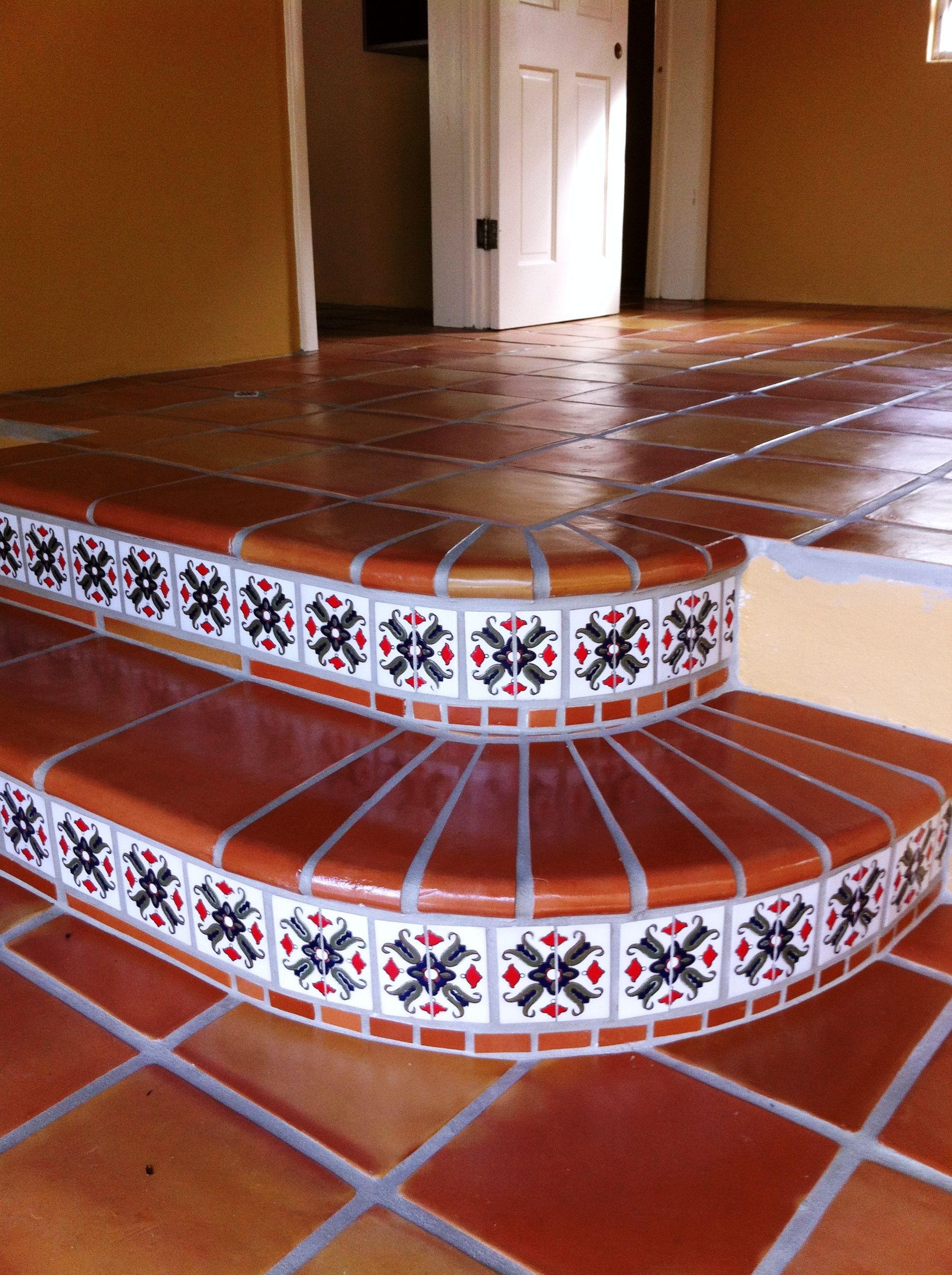 traditional saltillo terracotta step down accented with talavera superior mexican tiles. Black Bedroom Furniture Sets. Home Design Ideas