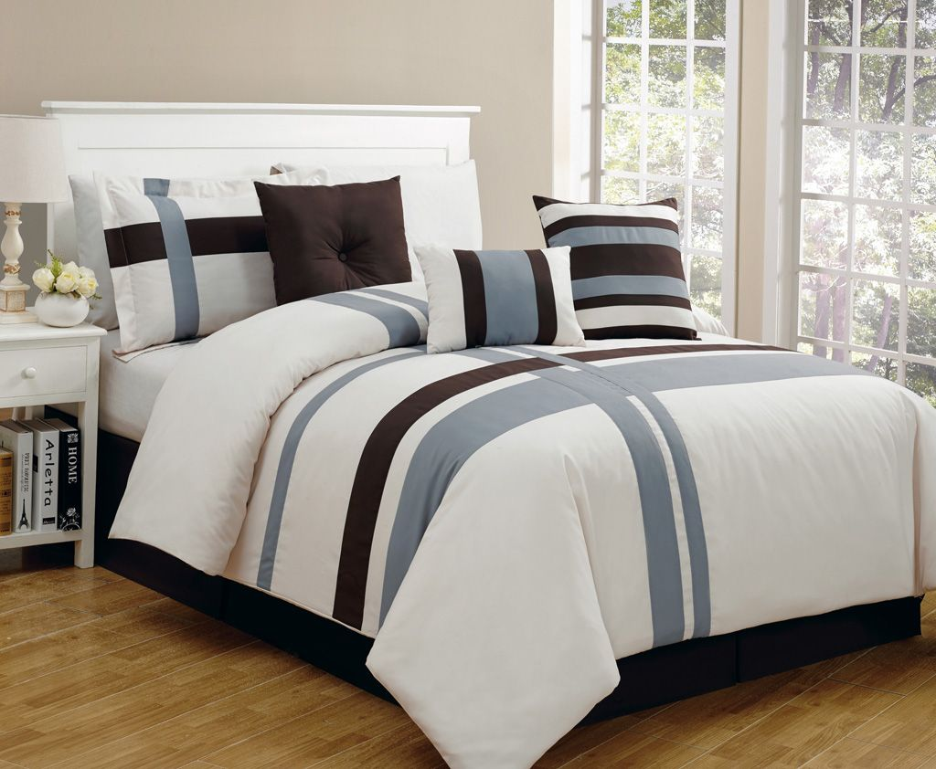 11 Piece King Greenwich Bed in a