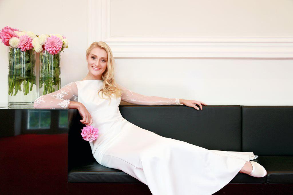 mona berg Kollektion 2015 - Bella; Traumhaftes Brautkleid aus Satin ...