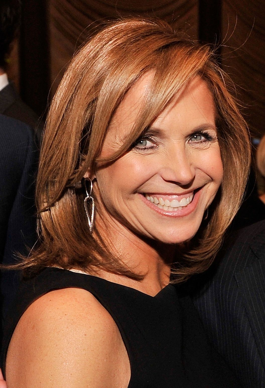 19 Clic Medium Haircuts For Women Katie Couric S Hair I Like The Length Of Bangs