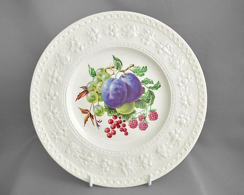 Wedgwood vintage embossed dinner plate Wellesley Plum c1940-60s FREE post UK & Wedgwood vintage embossed dinner plate Wellesley Plum c1940-60s FREE ...