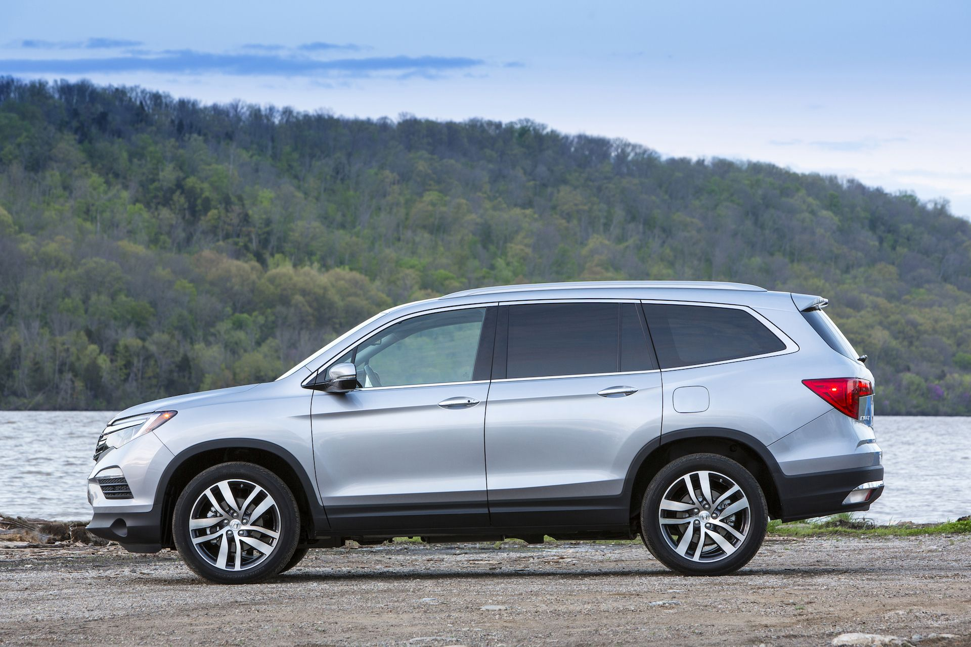 Get the latest reviews of the 2017 Honda Pilot. Find