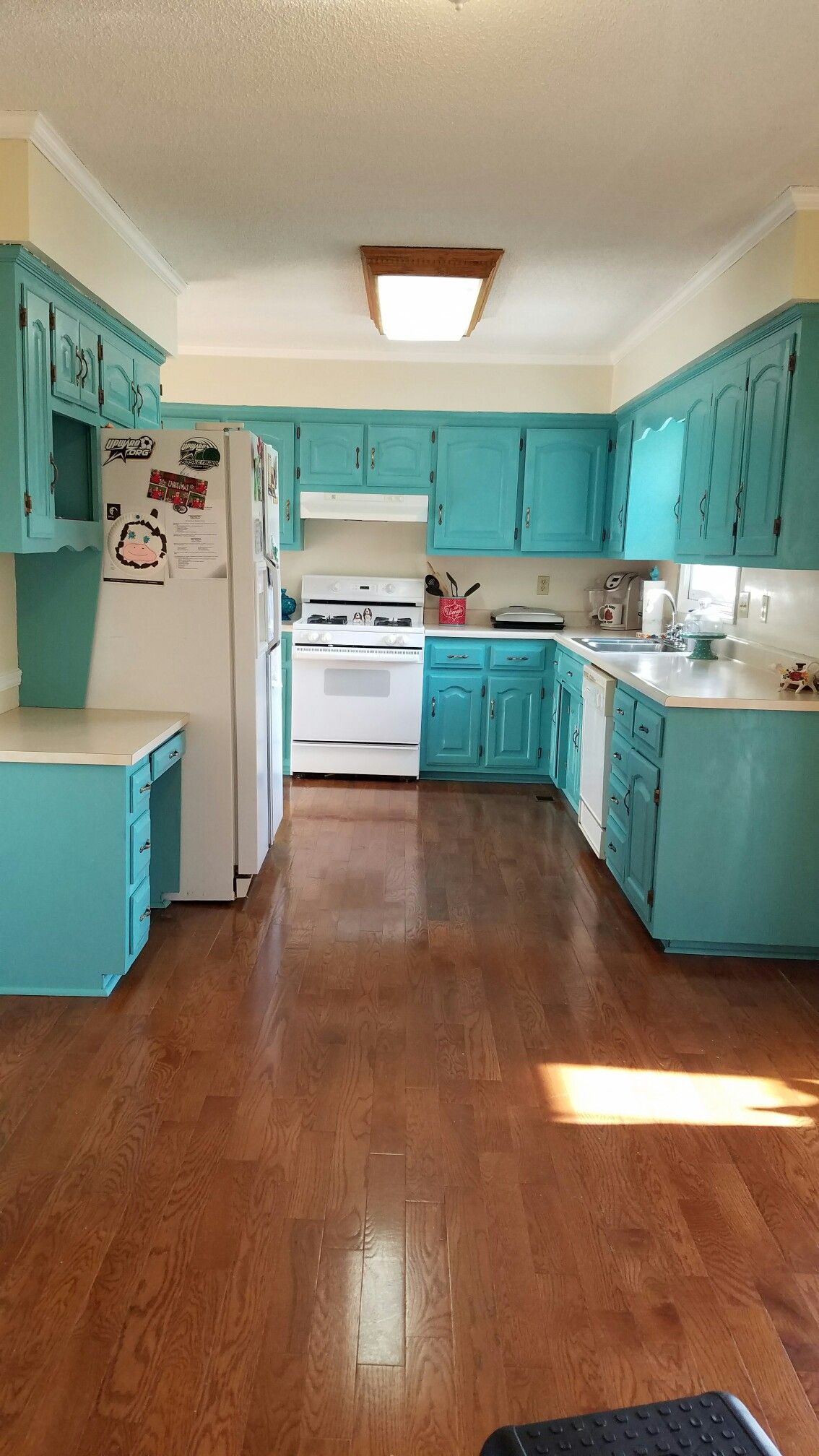 Projects by Mandi Tilley Love how light & bright this kitchen ...