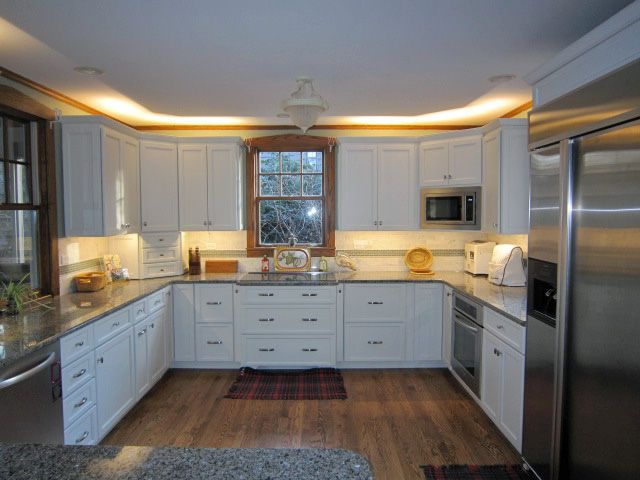 white kitchen with under cabinet and above cabinet lighting led rh pinterest co uk