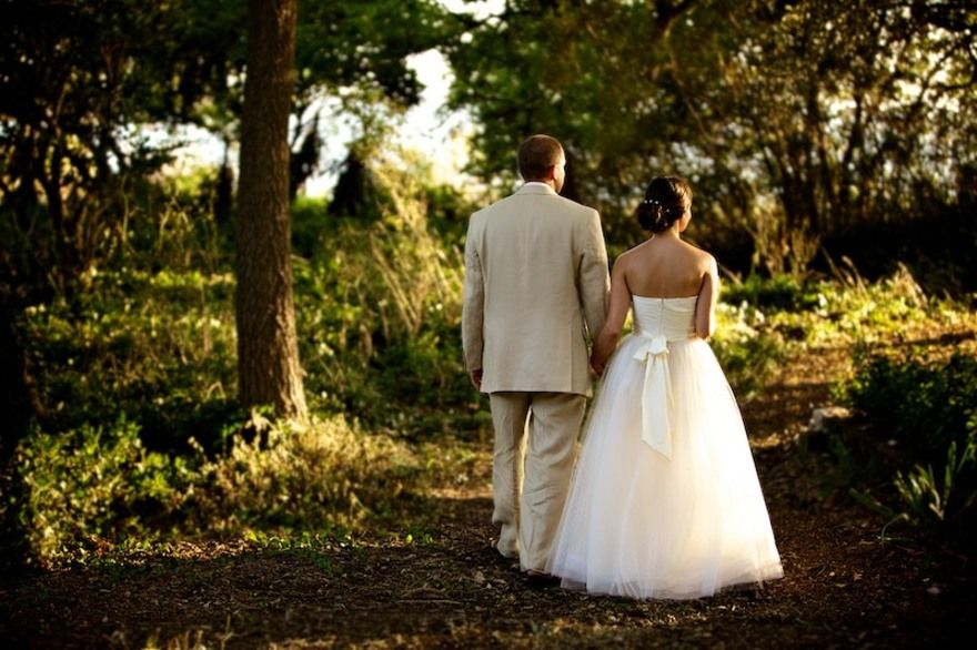 cool wedding shot ideas%0A A great outdoor shot from Justin Hankins Photography  More here  http