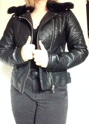 À vendre sur  vintedfrance ! http   www.vinted.fr mode-femmes vestes -en-cuir 28846447-veste-noir-de-chez-mango e699f3ef40e1